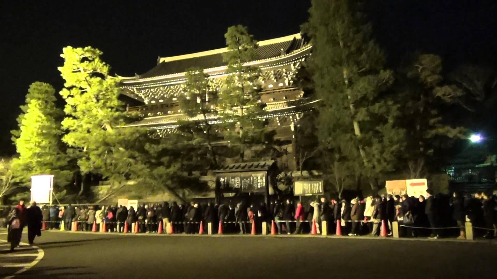 知恩院「除夜の鐘」編1 2013年最後の戦い、推定1000人以上の大行列に挑んだ。