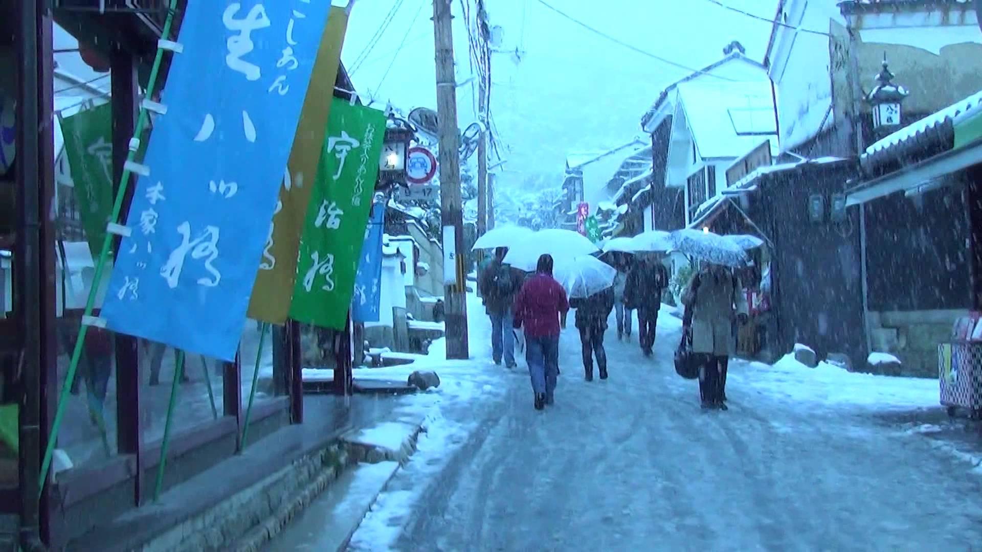 雪化粧銀閣寺で発見!巨大牛乳プリン