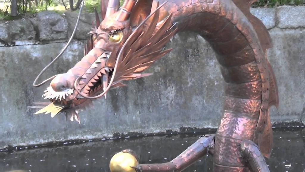 壬生寺の有料ゾーン「壬生塚」でドラゴンボールを持った神龍!?に遭遇!!