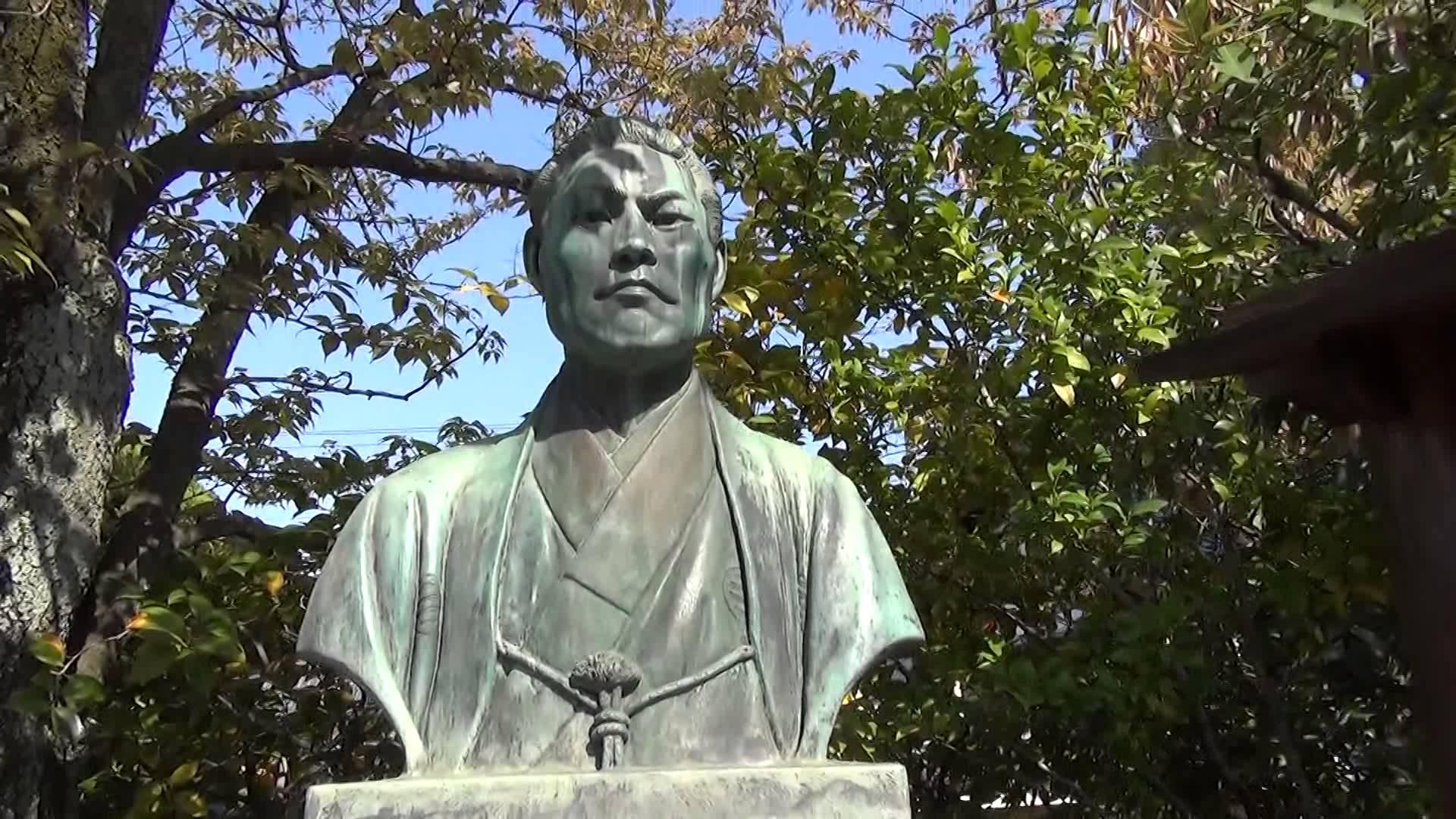 壬生寺の「壬生塚」の奥で、イケメンの近藤勇さんの胸像とご対面