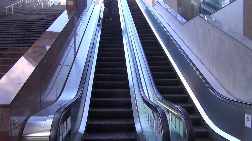 【京都動画道案内】JR京都駅ビルの屋上「大空広場と葉っぴいてらす」まで
